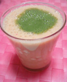豆乳といちごの青汁スムージー