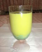 レタスとパイナップルの青汁スムージー
