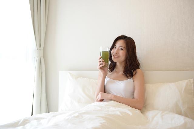 青汁を飲む時間帯、便秘改善にベストなのはいつ?