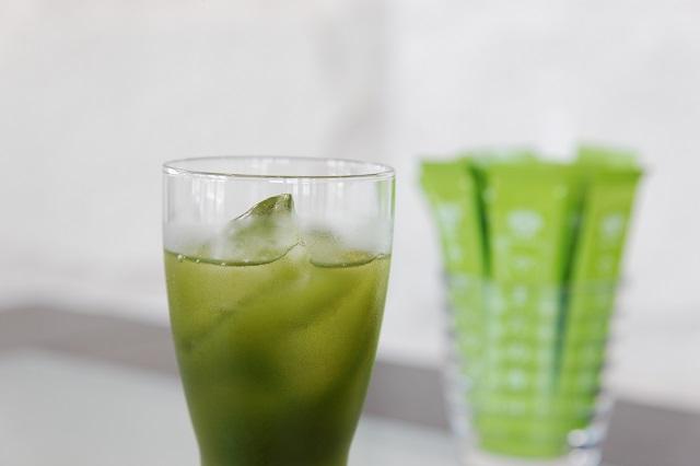 飲むだけで美容効果が得られると評判の青汁