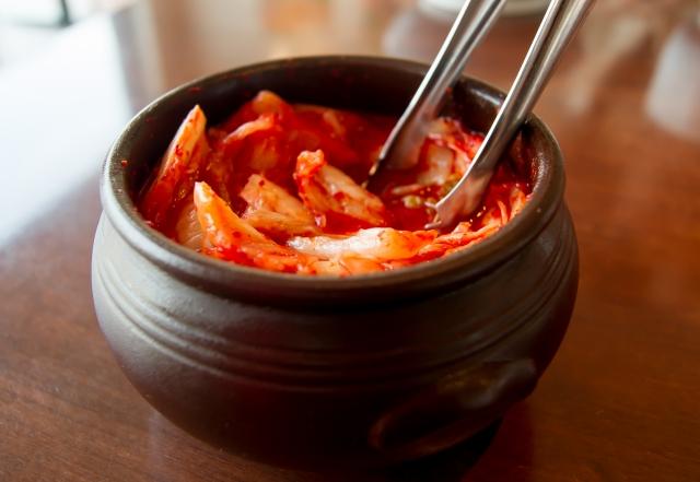 善玉菌を含む食品や栄養源となる食材をとる